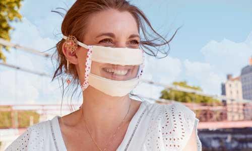 Emploi : les masques inclusifs transparents pris en charge